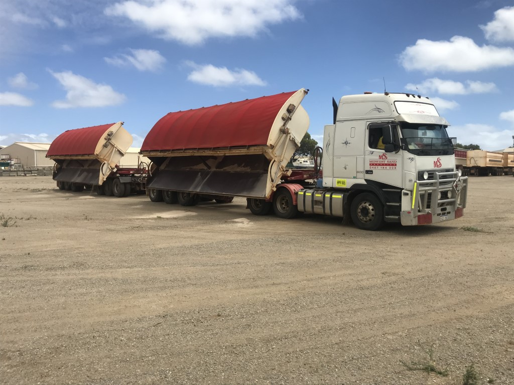 Earthmoving Equipment Hire - ide Tipper located in Geraldton